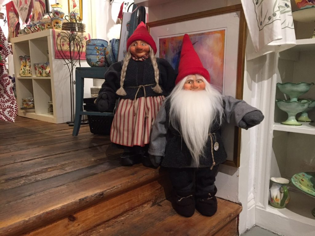 Tomte couple on the stairs.