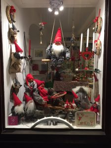 Display window with Tomtar in old town